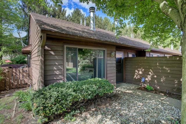 17 Evergreen Square #17, Savoy, IL 61874 (MLS #10380701) :: Berkshire Hathaway HomeServices Snyder Real Estate