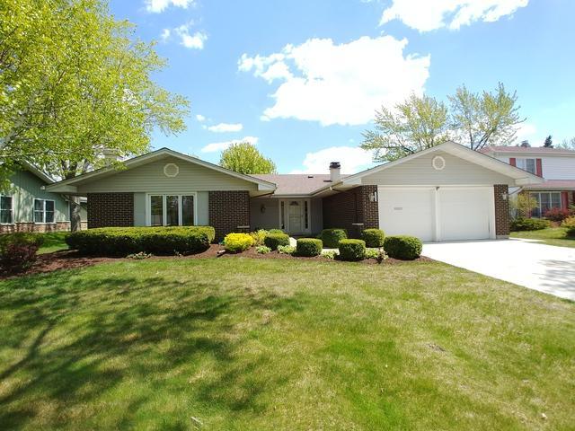 1323 Bladon Road, Schaumburg, IL 60195 (MLS #10381095) :: Berkshire Hathaway HomeServices Snyder Real Estate