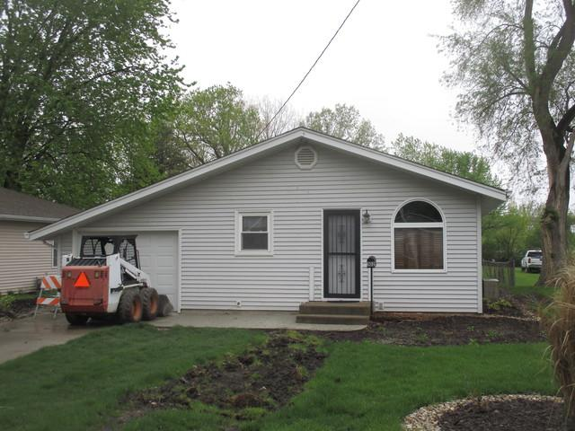 302 S Parke Street, Tuscola, IL 61953 (MLS #10381113) :: Berkshire Hathaway HomeServices Snyder Real Estate