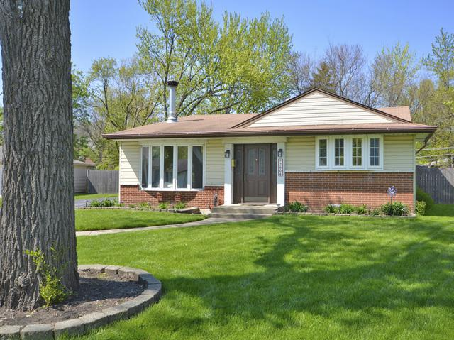 2604 Spruce Court, Rolling Meadows, IL 60008 (MLS #10381423) :: Berkshire Hathaway HomeServices Snyder Real Estate