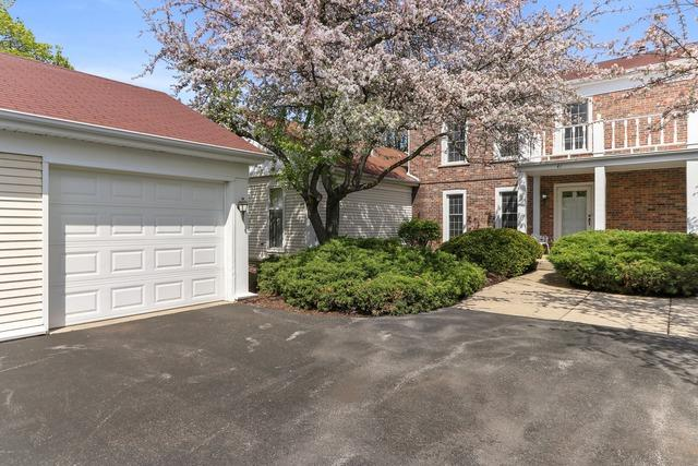41 The Court Of Greenway, Northbrook, IL 60062 (MLS #10382698) :: Berkshire Hathaway HomeServices Snyder Real Estate