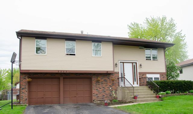 2263 Wildwood Lane, Hanover Park, IL 60133 (MLS #10382790) :: Berkshire Hathaway HomeServices Snyder Real Estate