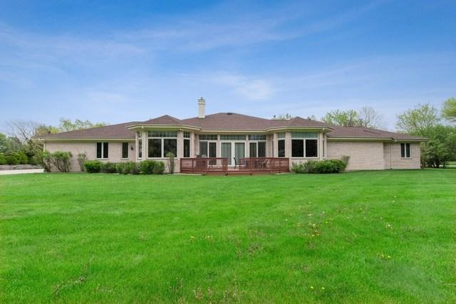 1575 Holly Court, Long Grove, IL 60047 (MLS #10383561) :: Helen Oliveri Real Estate