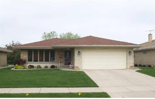 8136 W Monroe Street, Niles, IL 60714 (MLS #10384043) :: Century 21 Affiliated