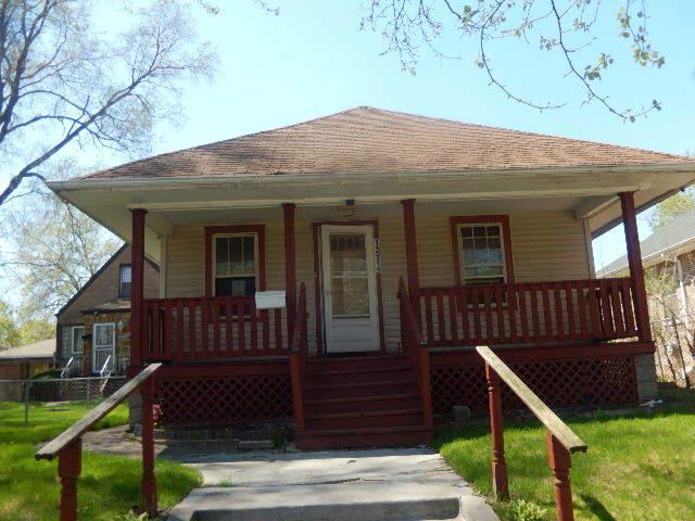 12112 S Edbrooke Avenue, Chicago, IL 60628 (MLS #10384357) :: Berkshire Hathaway HomeServices Snyder Real Estate