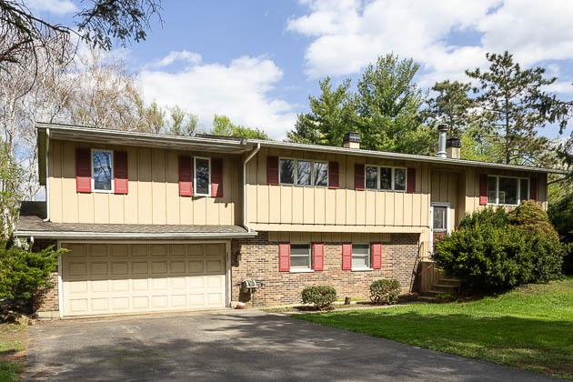 5916 Sloane Lane, Crystal Lake, IL 60014 (MLS #10384971) :: Lewke Partners