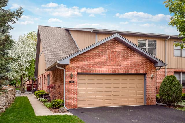 208 Eric Court, Bloomingdale, IL 60108 (MLS #10385122) :: Berkshire Hathaway HomeServices Snyder Real Estate
