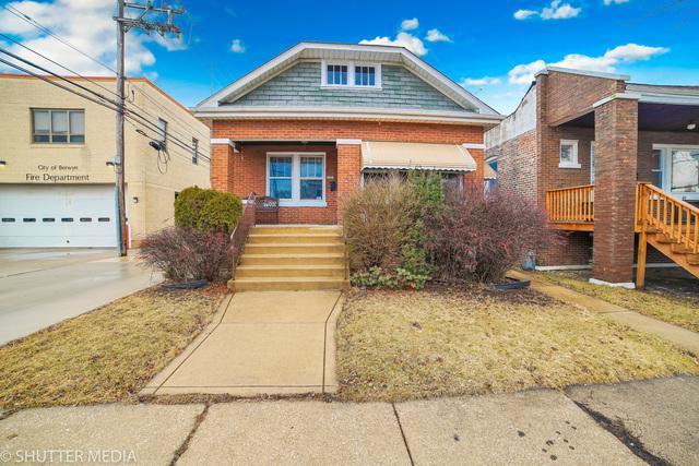 2613 Euclid Avenue, Berwyn, IL 60402 (MLS #10385285) :: Lewke Partners