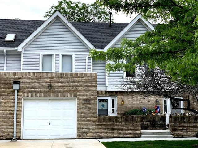 9403 Lindsay Street, Orland Hills, IL 60487 (MLS #10385445) :: Berkshire Hathaway HomeServices Snyder Real Estate