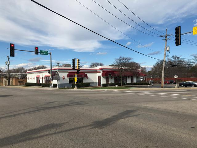 10 E Maple Avenue, Mundelein, IL 60060 (MLS #10385907) :: Helen Oliveri Real Estate