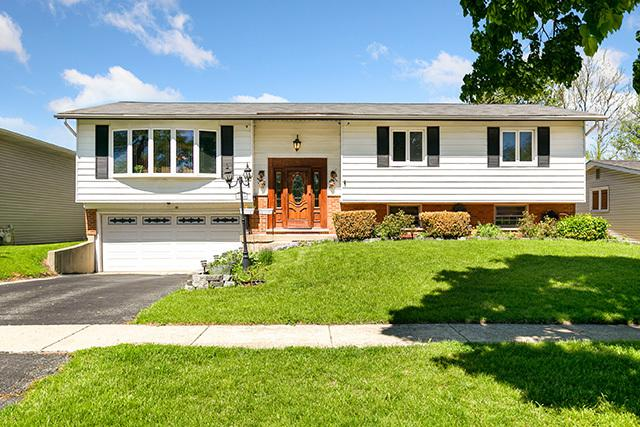 7554 Churchill Drive, Hanover Park, IL 60133 (MLS #10386043) :: Berkshire Hathaway HomeServices Snyder Real Estate