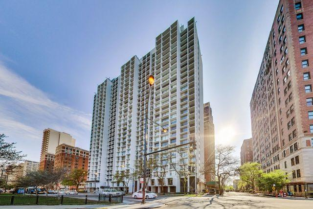 3200 N Lake Shore Drive #2208, Chicago, IL 60657 (MLS #10386157) :: Berkshire Hathaway HomeServices Snyder Real Estate