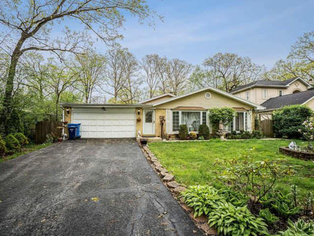 1575 Eastwood Avenue, Highland Park, IL 60035 (MLS #10386635) :: BNRealty