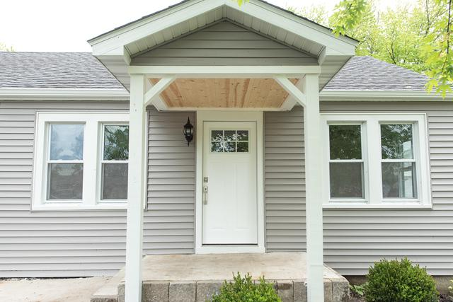 2213 Sweetbriar Avenue, Crest Hill, IL 60403 (MLS #10386823) :: Century 21 Affiliated
