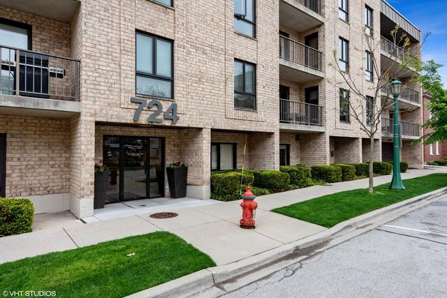 724 12th Street #310, Wilmette, IL 60091 (MLS #10386833) :: Berkshire Hathaway HomeServices Snyder Real Estate