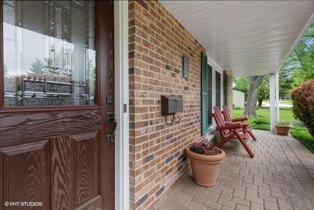 1365 Stonegate Road, Naperville, IL 60540 (MLS #10387280) :: Berkshire Hathaway HomeServices Snyder Real Estate