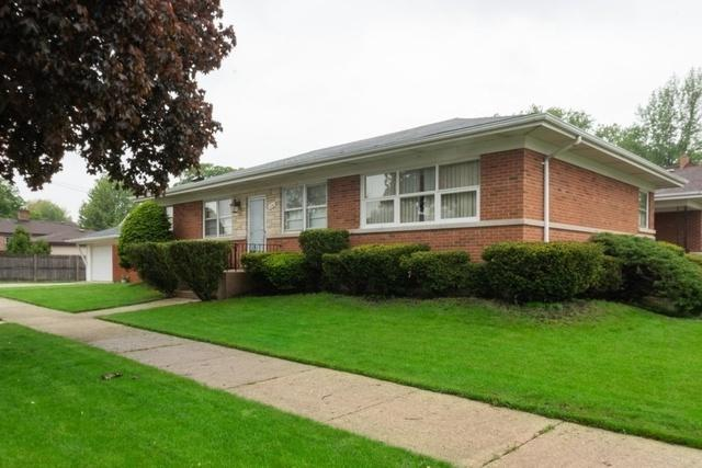 10640 Windsor Drive, Westchester, IL 60154 (MLS #10388476) :: Berkshire Hathaway HomeServices Snyder Real Estate