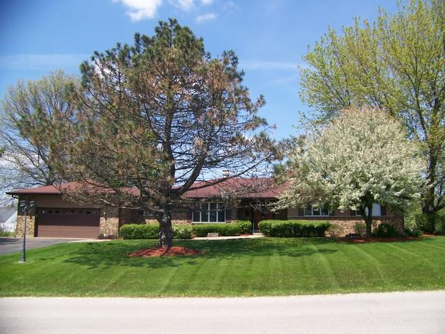 12416 Cooney Drive, Woodstock, IL 60098 (MLS #10388708) :: Berkshire Hathaway HomeServices Snyder Real Estate