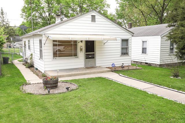 1802 E Washington Street, Joliet, IL 60433 (MLS #10388862) :: Berkshire Hathaway HomeServices Snyder Real Estate