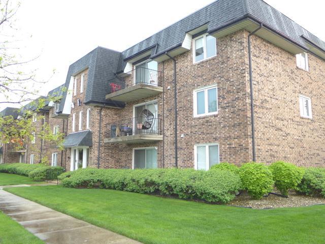 10800 Kilpatrick Avenue #104, Oak Lawn, IL 60453 (MLS #10388955) :: Berkshire Hathaway HomeServices Snyder Real Estate