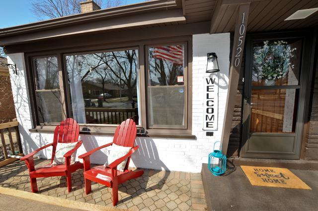 10520 S Keeler Avenue, Oak Lawn, IL 60453 (MLS #10388991) :: Berkshire Hathaway HomeServices Snyder Real Estate