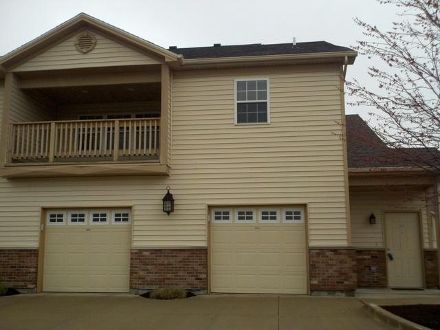 3702 Thornhill Drive #3702, Champaign, IL 61822 (MLS #10389623) :: Ryan Dallas Real Estate
