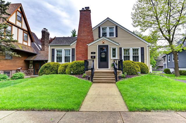 176 S Addison Street, Bensenville, IL 60106 (MLS #10390184) :: The Perotti Group | Compass Real Estate