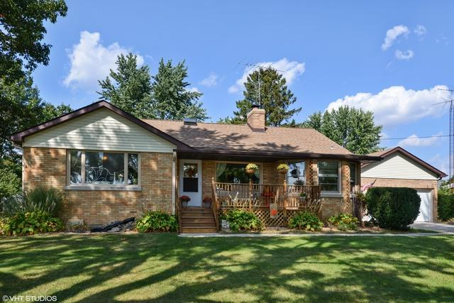 127 Maplewood Drive, Sycamore, IL 60178 (MLS #10390433) :: Berkshire Hathaway HomeServices Snyder Real Estate