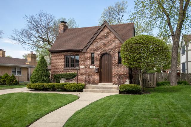 900 S Clifton Avenue, Park Ridge, IL 60068 (MLS #10390485) :: Berkshire Hathaway HomeServices Snyder Real Estate