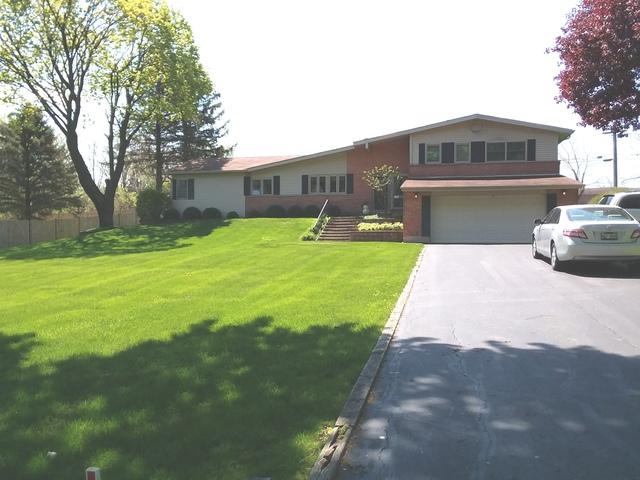 35W215 Crescent Drive, Dundee, IL 60118 (MLS #10391461) :: Berkshire Hathaway HomeServices Snyder Real Estate