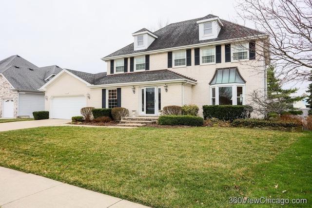 1615 Charlemagne Drive, Hoffman Estates, IL 60192 (MLS #10391492) :: Berkshire Hathaway HomeServices Snyder Real Estate
