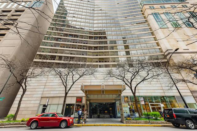 110 E Delaware Place #1101, Chicago, IL 60611 (MLS #10391686) :: Berkshire Hathaway HomeServices Snyder Real Estate