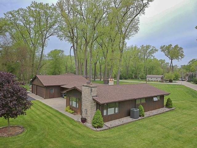 1206 Whippoorwill Drive, Crystal Lake, IL 60014 (MLS #10391961) :: Berkshire Hathaway HomeServices Snyder Real Estate