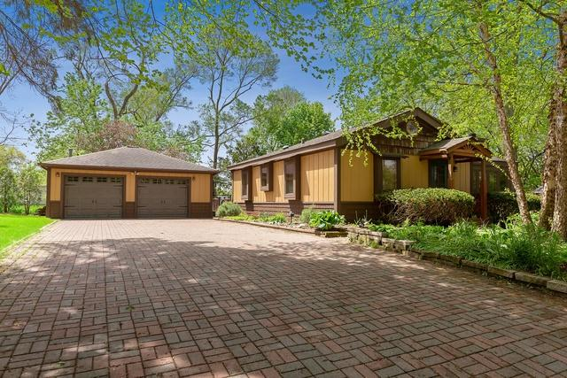 16 E Oak Street, Lake In The Hills, IL 60156 (MLS #10392009) :: Berkshire Hathaway HomeServices Snyder Real Estate