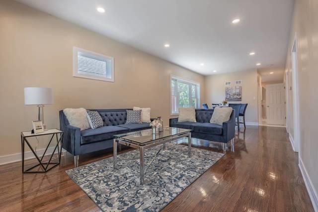 8034 S Constance Avenue, Chicago, IL 60617 (MLS #10392320) :: Berkshire Hathaway HomeServices Snyder Real Estate