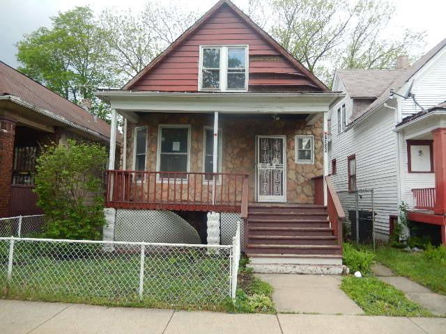 7938 S Saginaw Avenue, Chicago, IL 60617 (MLS #10392398) :: Berkshire Hathaway HomeServices Snyder Real Estate
