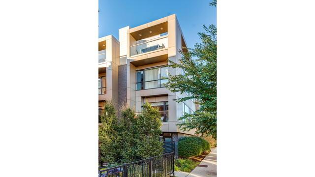 2748 N Lakewood Avenue #1, Chicago, IL 60614 (MLS #10393137) :: Domain Realty