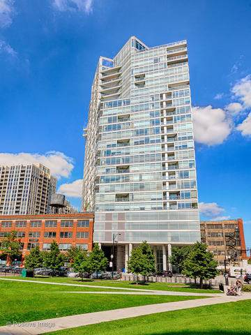 510 W Erie Street #2102, Chicago, IL 60654 (MLS #10394827) :: The Perotti Group | Compass Real Estate