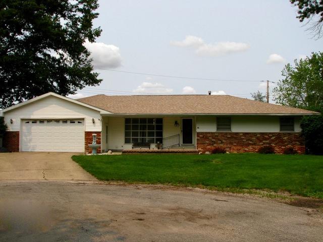 41 Cedar Circle, Tuscola, IL 61953 (MLS #10401237) :: Berkshire Hathaway HomeServices Snyder Real Estate