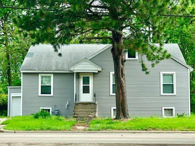 301 11TH Street, Lasalle, IL 61301 (MLS #10403005) :: The Dena Furlow Team - Keller Williams Realty