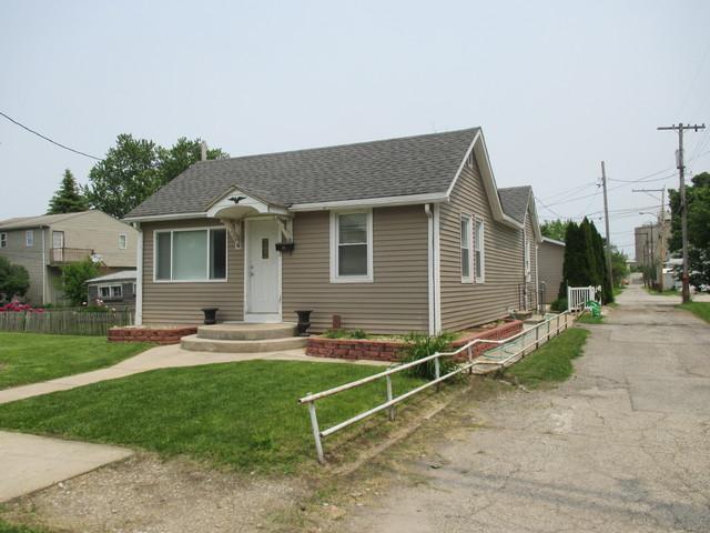136 Laharpe Street, Lasalle, IL 61301 (MLS #10404980) :: The Dena Furlow Team - Keller Williams Realty