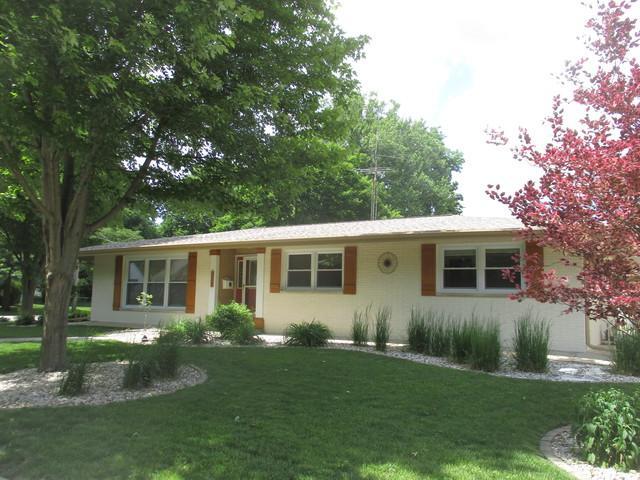 600 E Scott Street, Tuscola, IL 61953 (MLS #10405332) :: Lewke Partners
