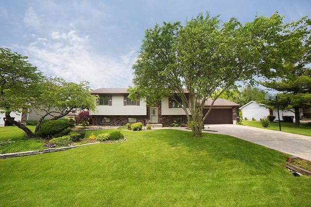 506 N East Street, Hudson, IL 61748 (MLS #10408773) :: Berkshire Hathaway HomeServices Snyder Real Estate