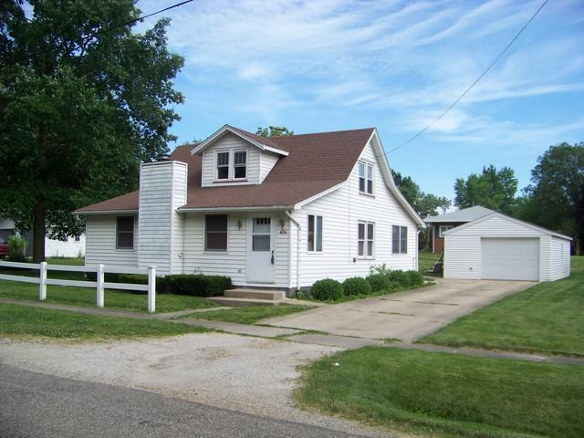 404 W Oglesby Street, MONTICELLO, IL 61856 (MLS #10409481) :: Littlefield Group
