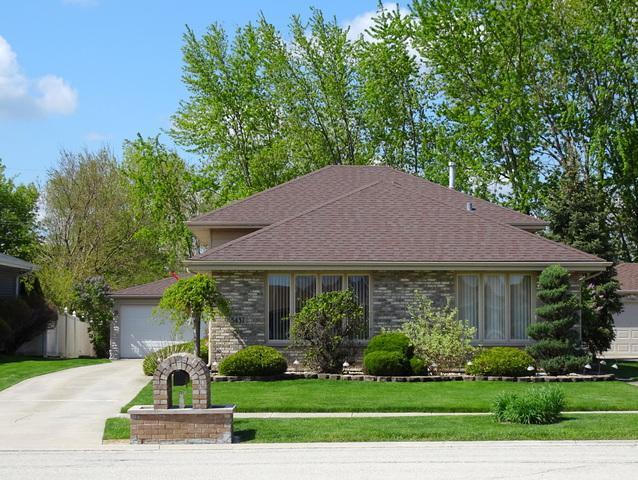 5437 W 108th Place, Oak Lawn, IL 60453 (MLS #10410354) :: Ryan Dallas Real Estate