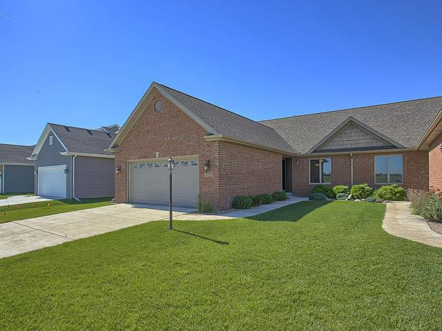 4537 Nicklaus Drive #4537, Champaign, IL 61822 (MLS #10410468) :: Baz Realty Network | Keller Williams Elite