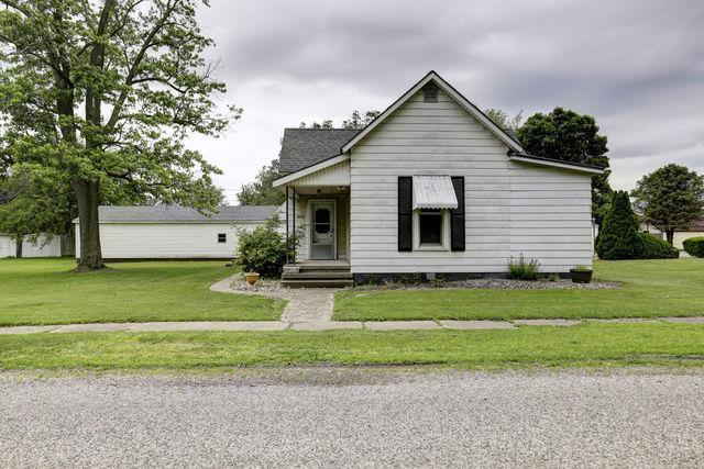 205 N Grove Street, Fithian, IL 61844 (MLS #10411329) :: Baz Realty Network | Keller Williams Elite