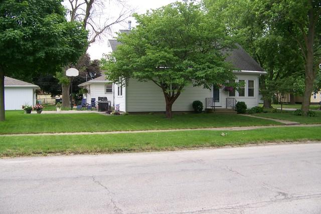 503 N Center Street, Forrest, IL 61741 (MLS #10414274) :: John Lyons Real Estate
