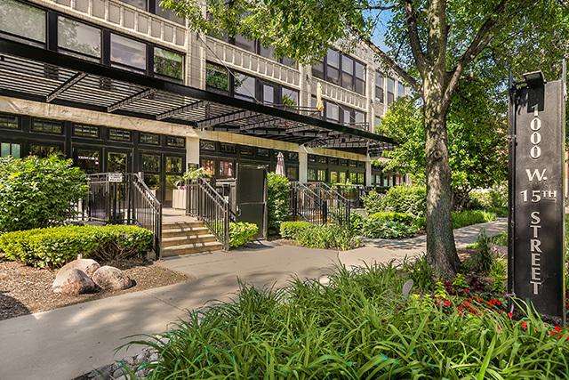 1000 W 15th Street #230, Chicago, IL 60608 (MLS #10414334) :: John Lyons Real Estate