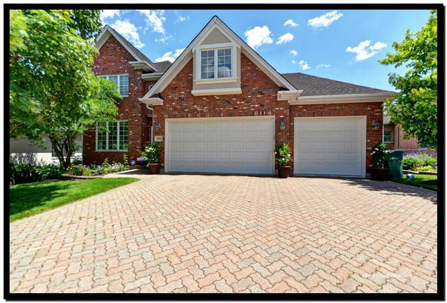 605 Nelson Circle, Westmont, IL 60559 (MLS #10415022) :: Baz Realty Network | Keller Williams Elite